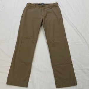 GAP 30X32 Classic Straight Fit Khaki Pants
